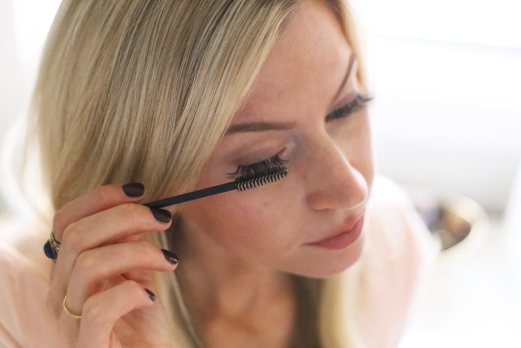 HOW TO APPLY EYELASH EXTENSIONS YOURSELF - Elle Apparel by ...