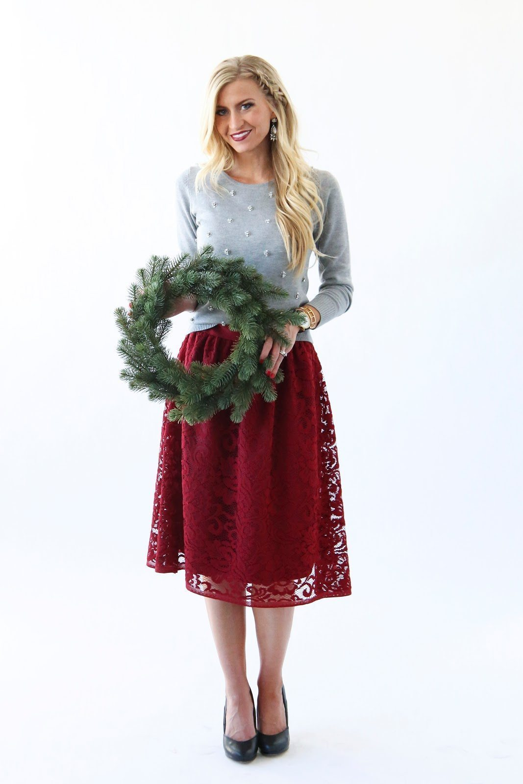 MODERN GIRL'S CHRISTMAS: RED LACE HOLIDAY SKIRT