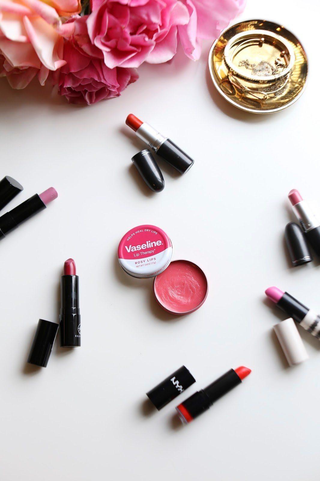 HOW TO KEEP YOUR LIPS VALENTINE'S DAY READY