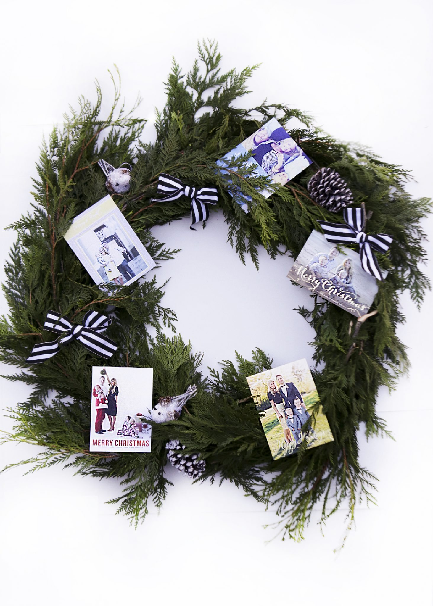 A FESTIVE WAY TO DISPLAY YOUR PAST HOLIDAY CARDS + A MINTED GIVEAWAY!