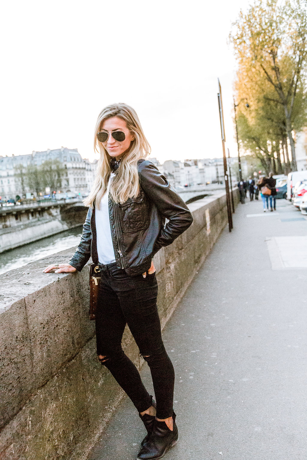 Parisian chic: Black + white + necktie,