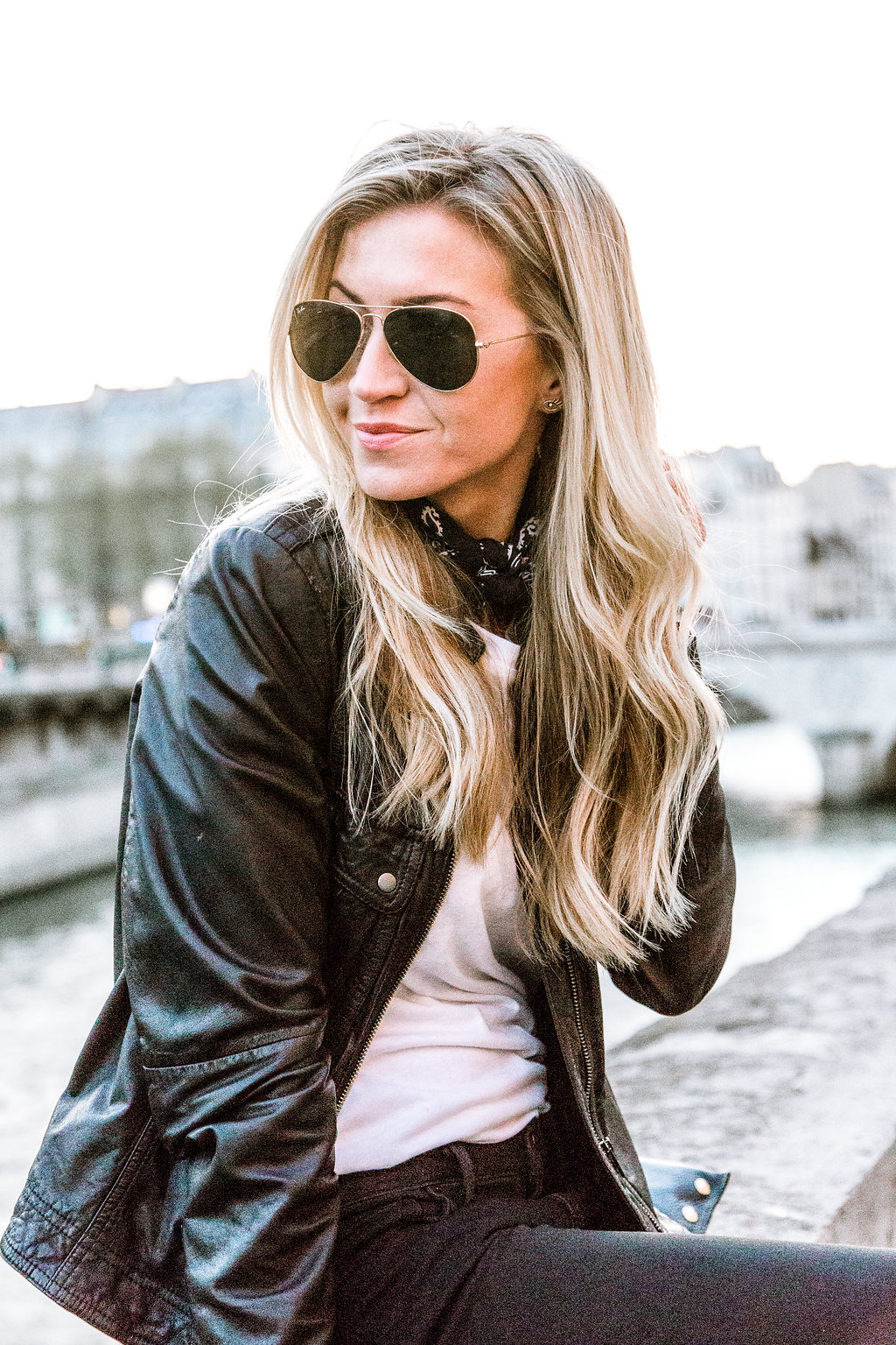 Parisian chic: Black + white + necktie,