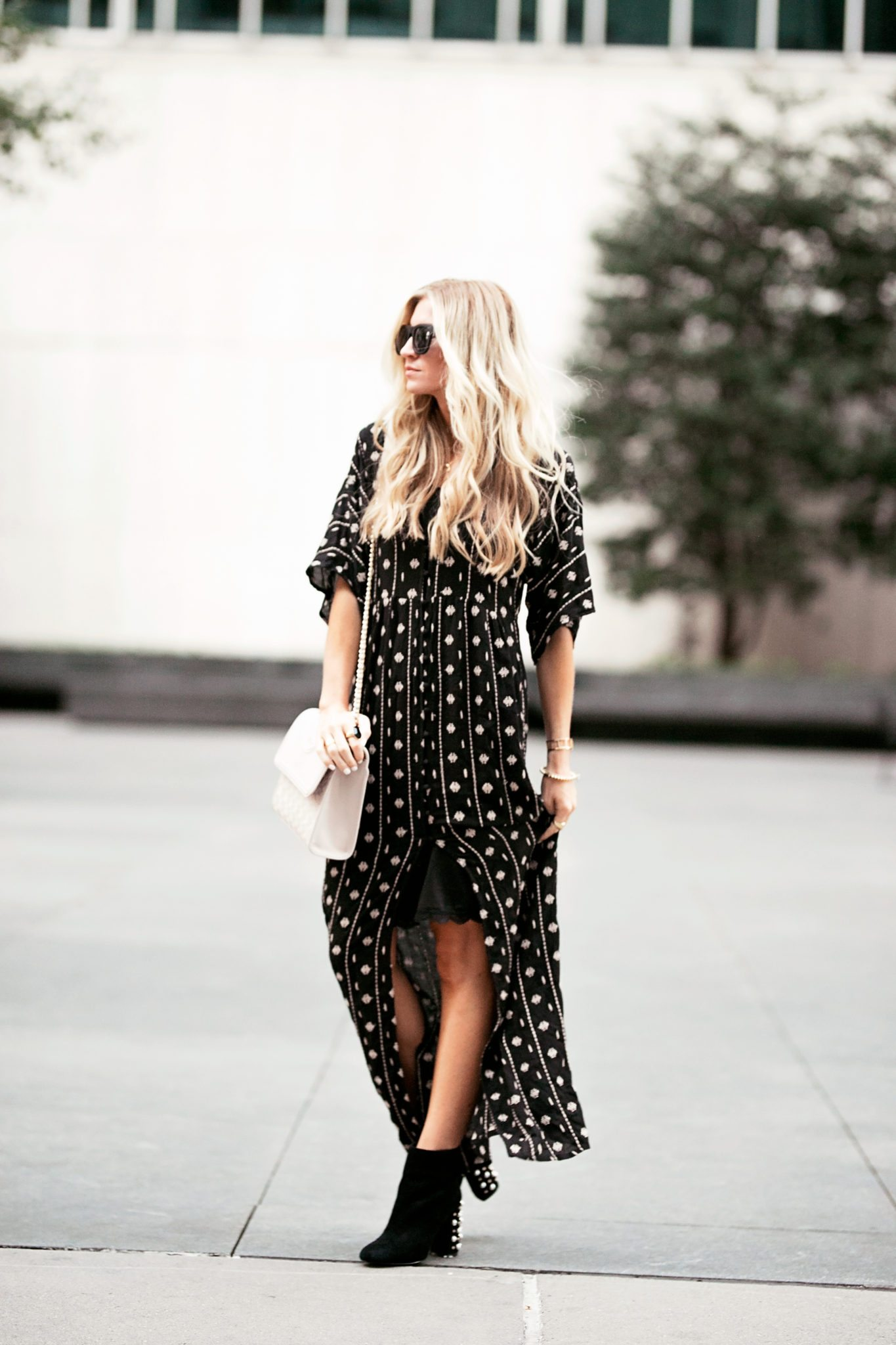 c50658c142e NYFW LOOK 1  LONG BLACK AND BUTTONED-UP