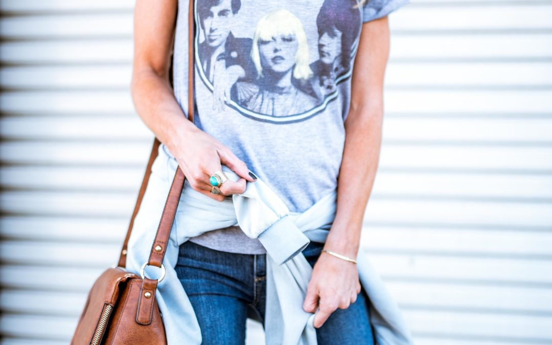 5 OF MY FAVORITE GRAPHIC TEES AND THE SECRETS TO STYLING THEM LIKE A PRO