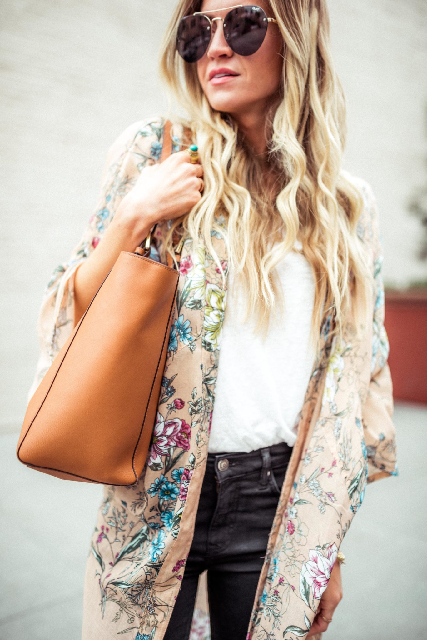 AN EASY THIRD PIECE TO ADD TO A SIMPLE LOOK: Long floral kimono