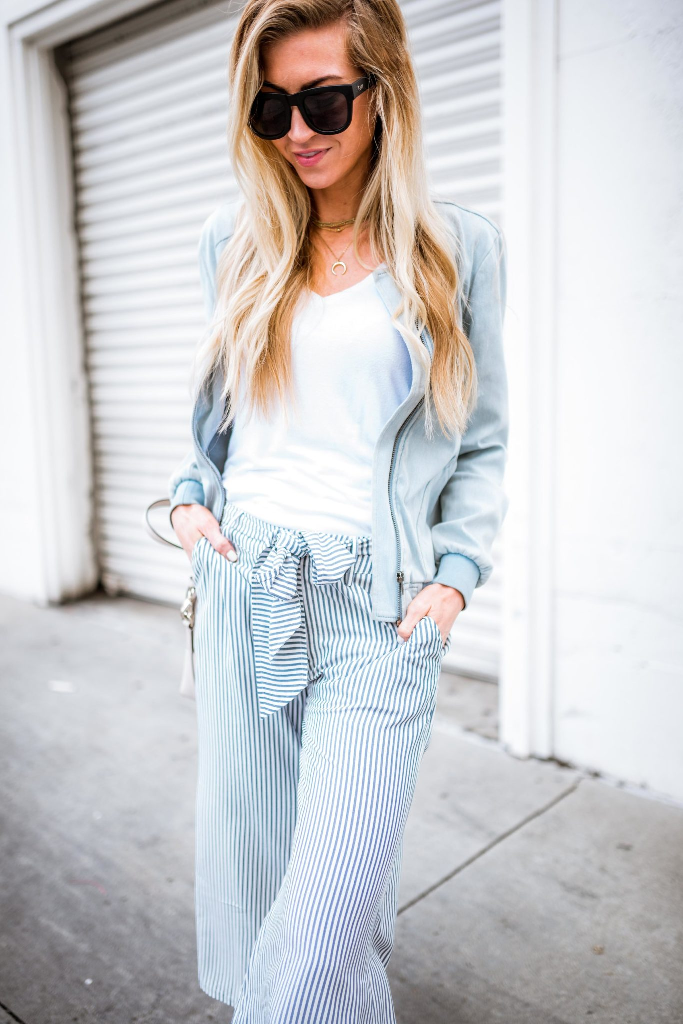 Blue and white striped tie cotton pants.