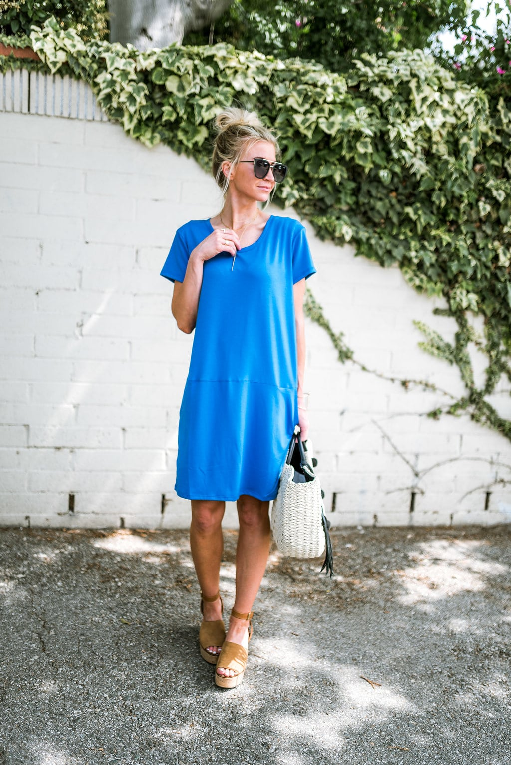 867e239b553 5 Mom friendly summer outfits you will wear nonstop. COBALT SHIFT DRESS