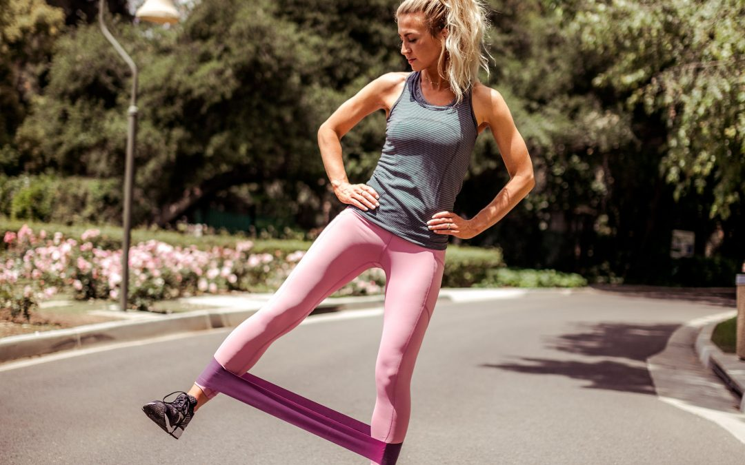 3 OF MY FAVORITE RESISTANCE BAND WORKOUTS FOR ELONGATED LEGS AND ARMS